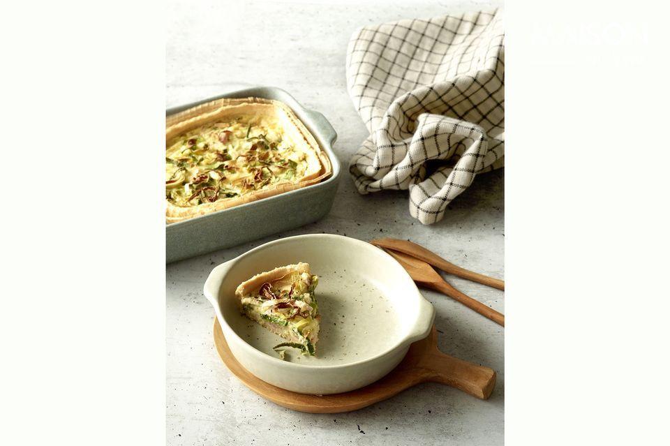 Aussi bien pratique qu\'esthétique, le plat Galet passe au four et revêt l\'élégance du grès