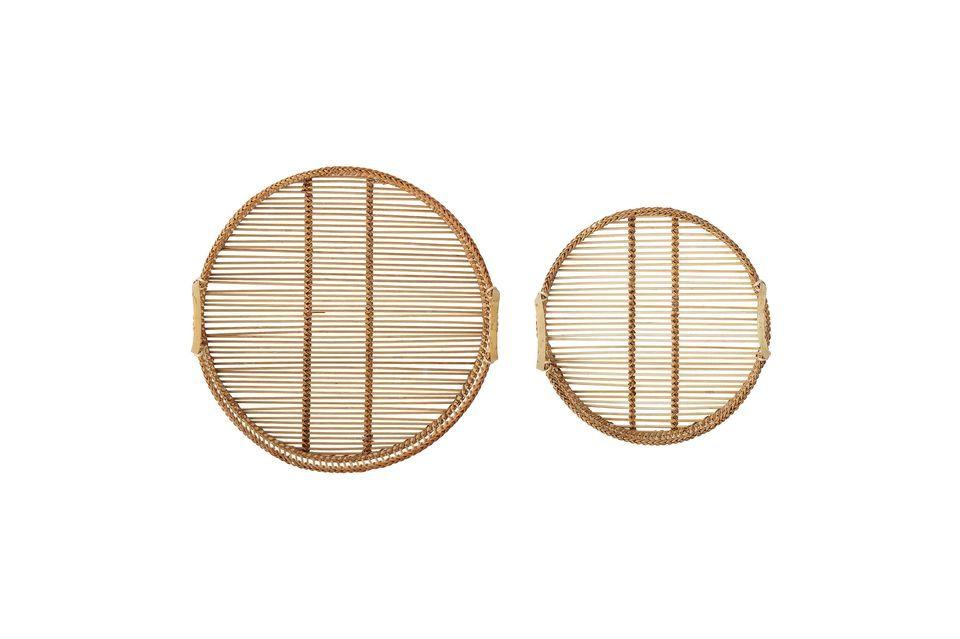Ce lot de deux plateaux en bambou de tailles distinctes apportera une jolie touche déco à votre