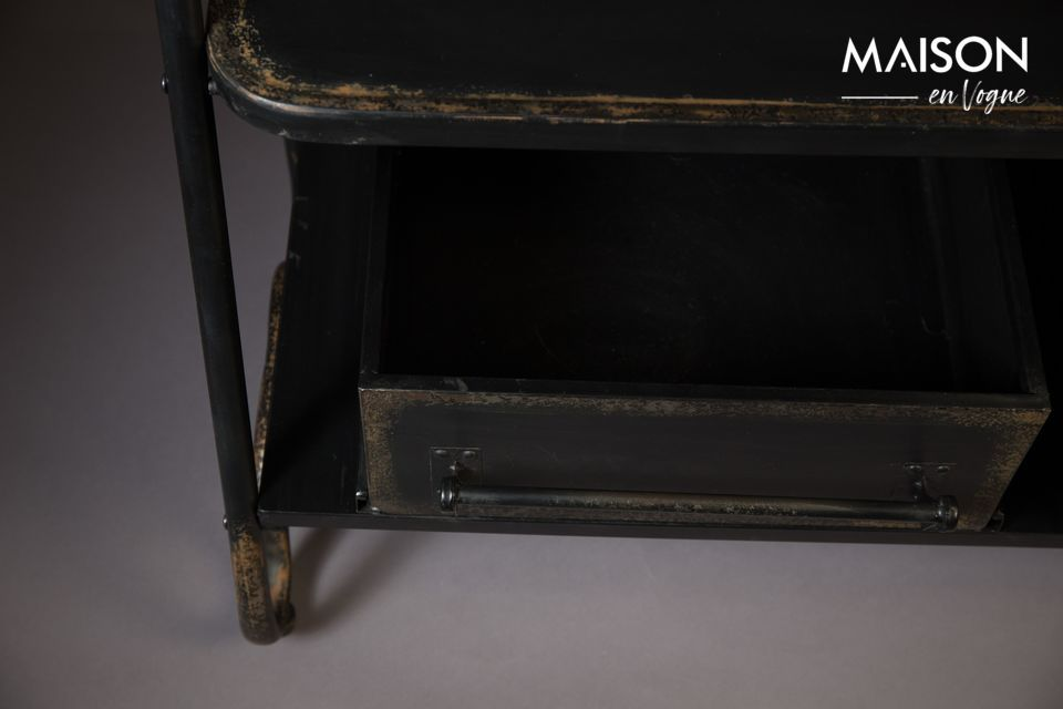 Indispensable meuble d\'appoint, ce portemanteaux permet le rangement fonctionnel des vêtements