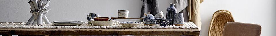 Mise en avant matière Pot Camélia en grès blanc avec couvercle