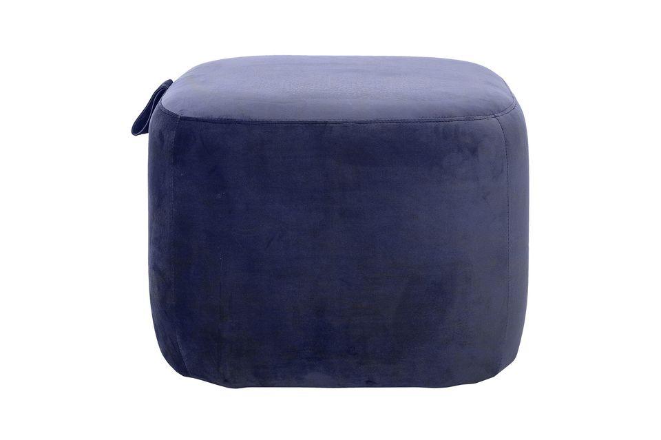 Ce pouf en polyester, de couleur bleue, sera la touche finale de la décoration de votre salon