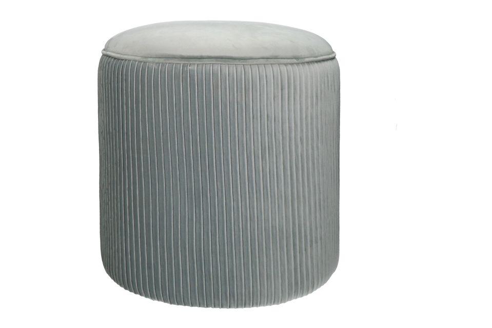 Très agréable pouf rond en velours gris clair.