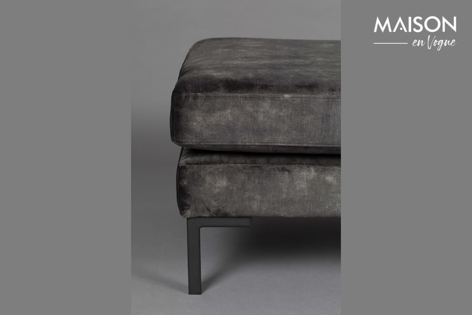 Son assise moelleuse et confortable fait de ce modèle un incontournable de votre salon ou de votre