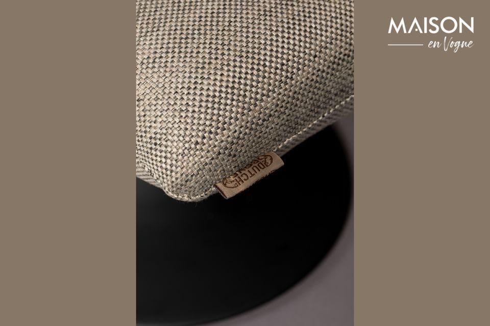 Un brin vintage et rétro, ce repose-pieds Bar gris clair allie confort, élégance et design