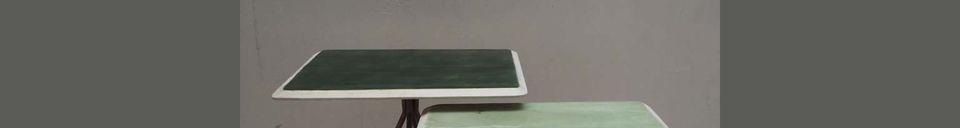 Mise en avant matière Set de 2 tables Rêverie vertes en bois laqué