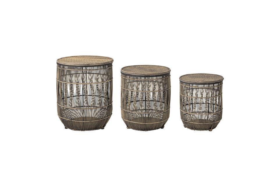 Ce lot de trois tables d\'appoint en bambou et rotin donnera un style exotique à votre intérieur