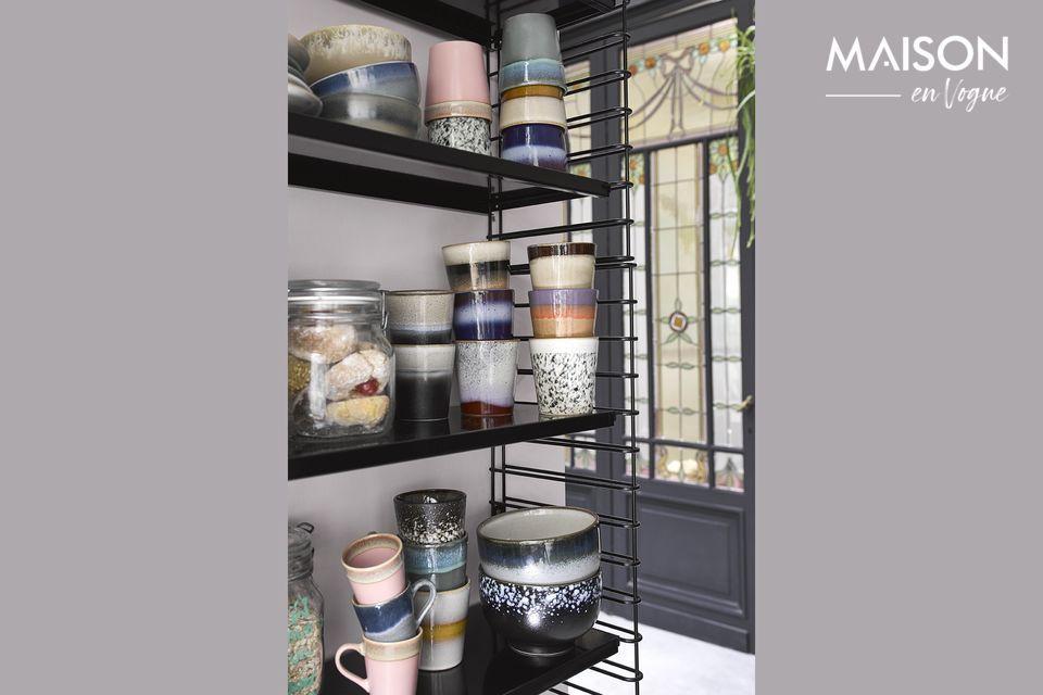 Inspirés des années 70, ces mugs en céramique finis à la main présentent un style unique