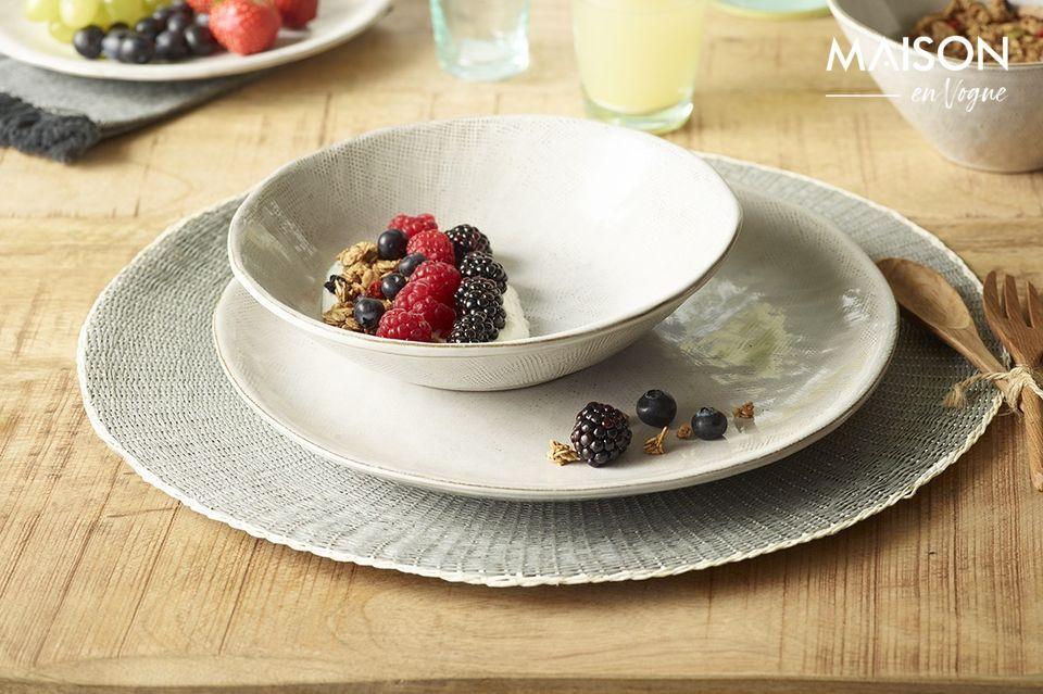 Agrémentez la décoration de votre salle à manger avec le set de table Eclat et son élégante