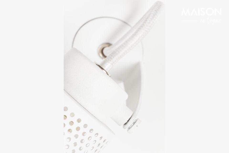 Le spot est à la mode, autant ne pas se priver avec ce joli modèle en fer laqué blanc mat