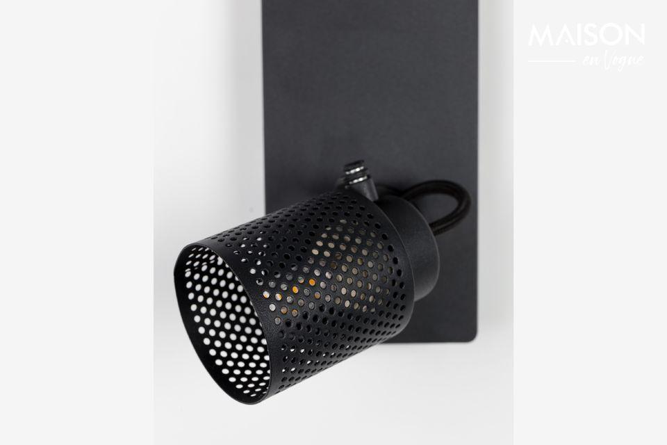 Les deux spots multidirectionnels sont fixés sur une base rectangulaire en aluminium laqué en noir