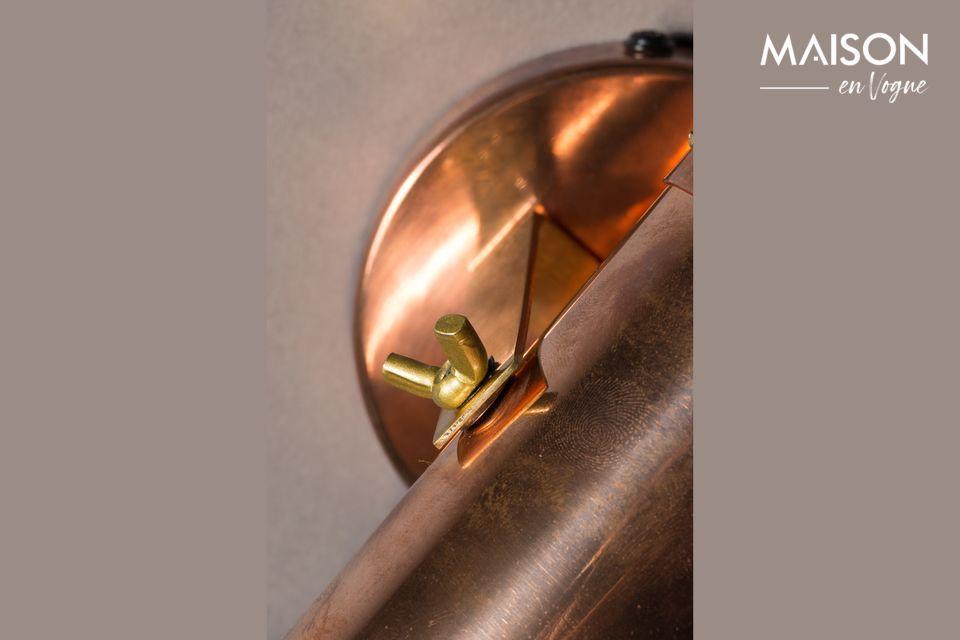 Le spot lumineux Scope de Dutchbone vous propose d\'oser le style usé avec un abat-jour lanterne en