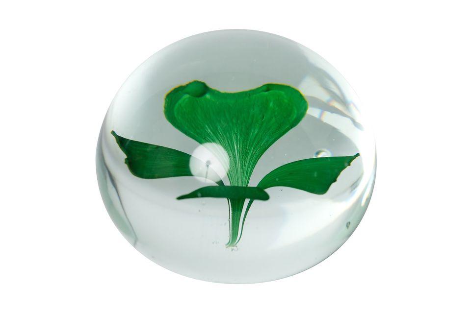 Ce trèfle à quatre feuilles à l\'intérieur d\'une boule de verre est l\'objet parfait pour une