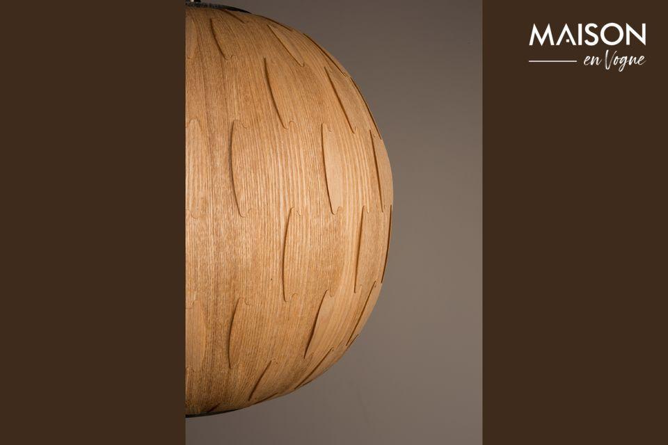 L\'association de la lumière et du bois veiné est très agréable et crée une ambiance vraiment