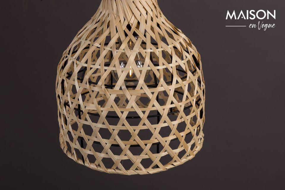 Sa teinte naturelle et son architecture élancée en font une pièce authentique qui illuminera