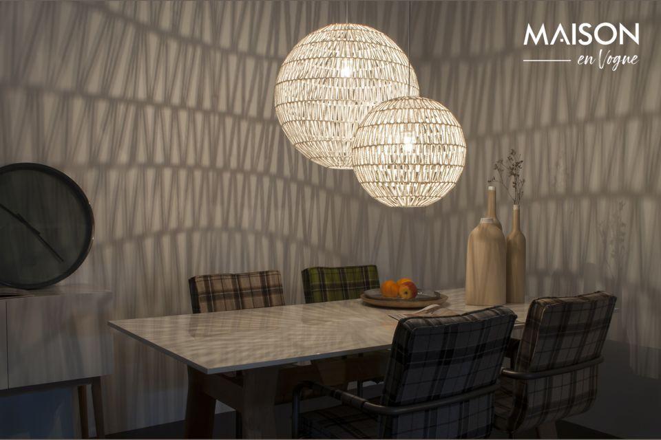 Ce luminaire est un véritable accessoire décoratif qui pourra s\'adapter à tous les intérieurs