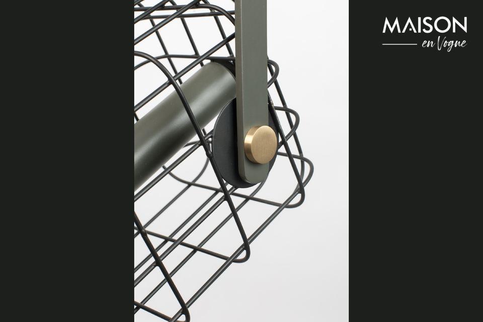 Imaginez une cage en fer laqué avec des jolies finitions en laiton