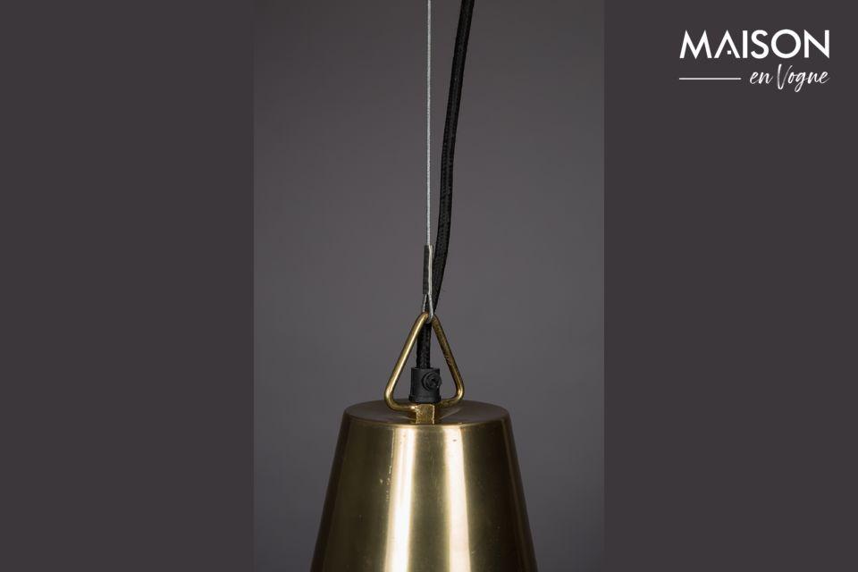 De plus, la teinte dorée de cet abat-jour vintage ajoute une lueur chaude à l\'éclairage émis
