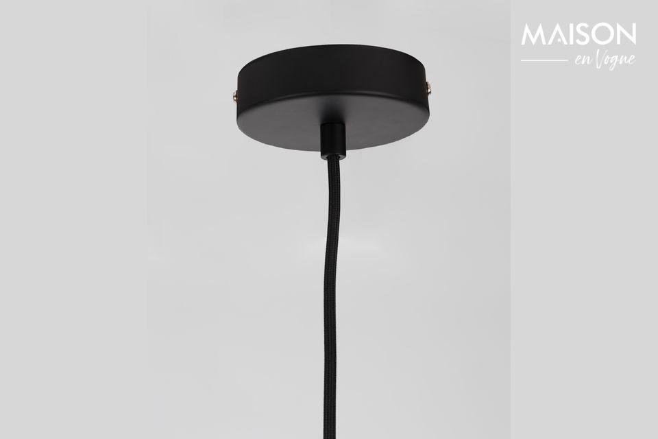 À première vue, la suspension Left Concrete est un accessoire simple voire minimaliste