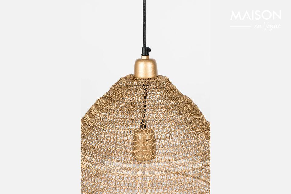 Voilà une lampe peu commune avec un abat-jour qui s\'impose grâce à son enveloppe rappelant la