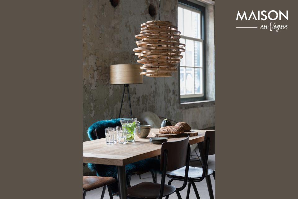 La suspension lumineuse Kubu vous offre la combinaison d\'un design à la fois naturel et industriel