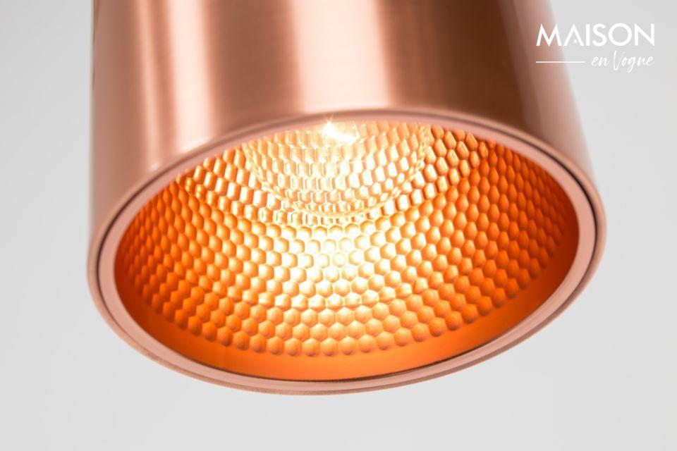 La lumière est très orientée avec l\'architecture en néon de cette lampe