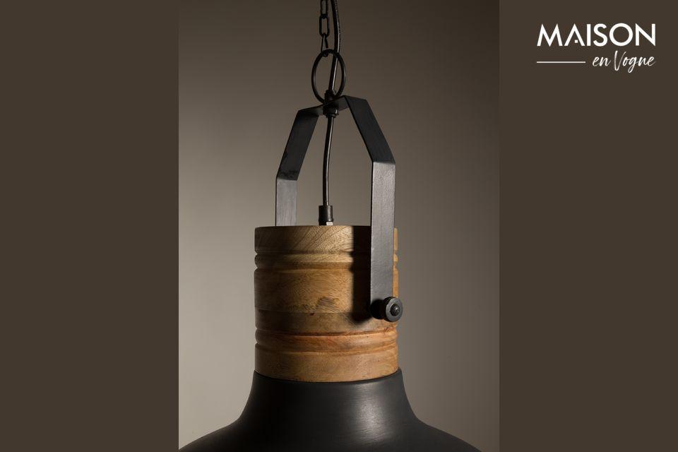 Cette pièce originale vous propose l\'agréable combinaison du fer noir associé aux détails en