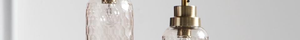 Mise en avant matière Suspension Satin en verre rose