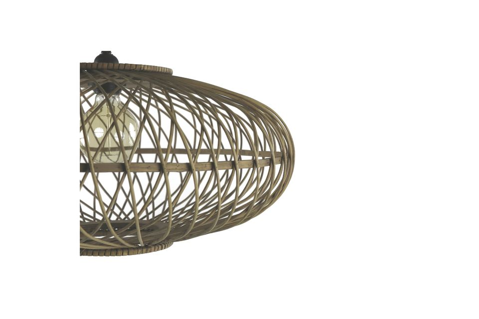 Optez pour le naturel avec ce lustre entièrement conçu en bambou.