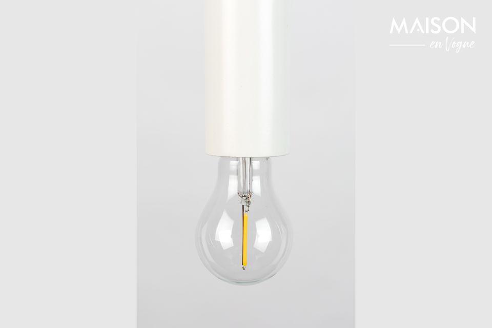 Une lampe à suspendre qui veut passer inaperçue mais qui séduit par sa simplicité