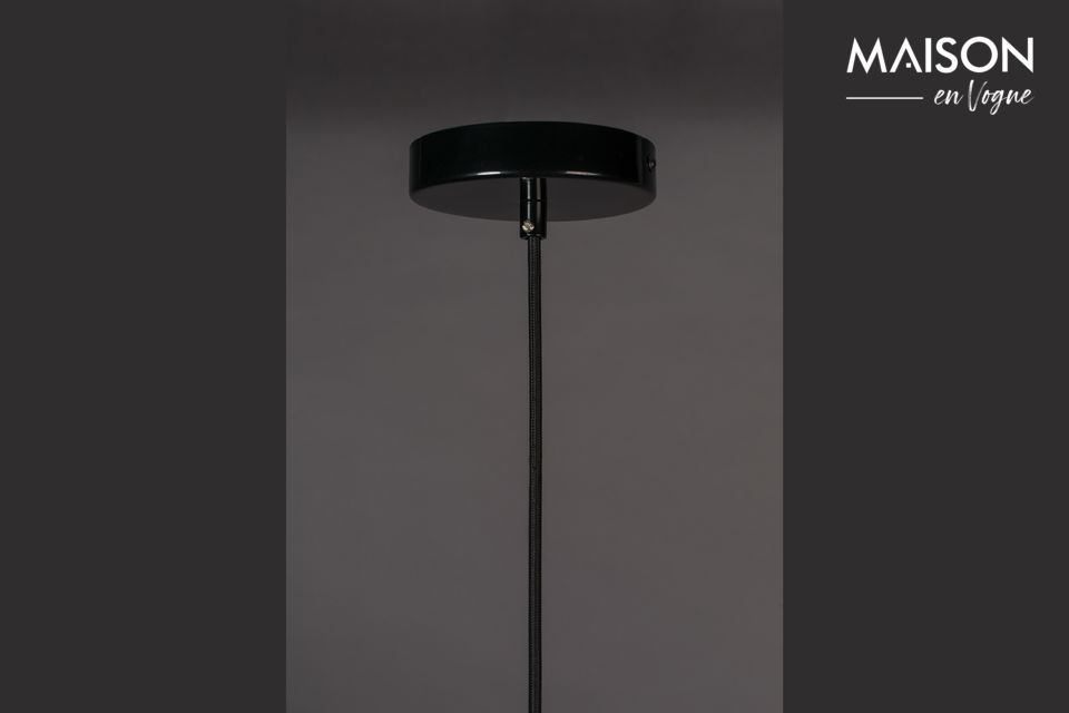 Un vrai design pour cette lampe noire