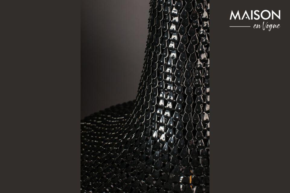 Il est constitué de centaines de fines lamelles de fer posées à la main