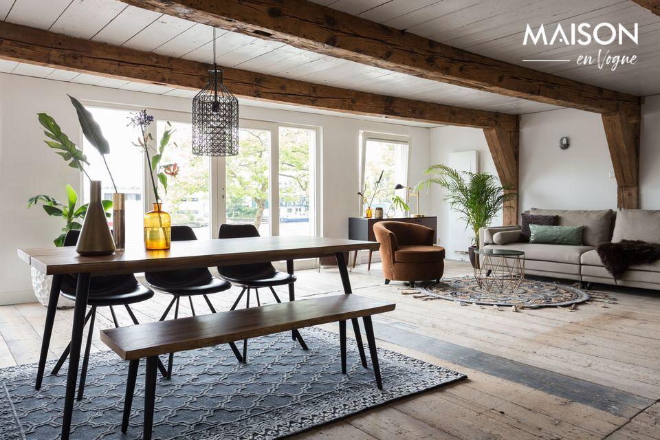 Une table au design naturel avec une structure robuste
