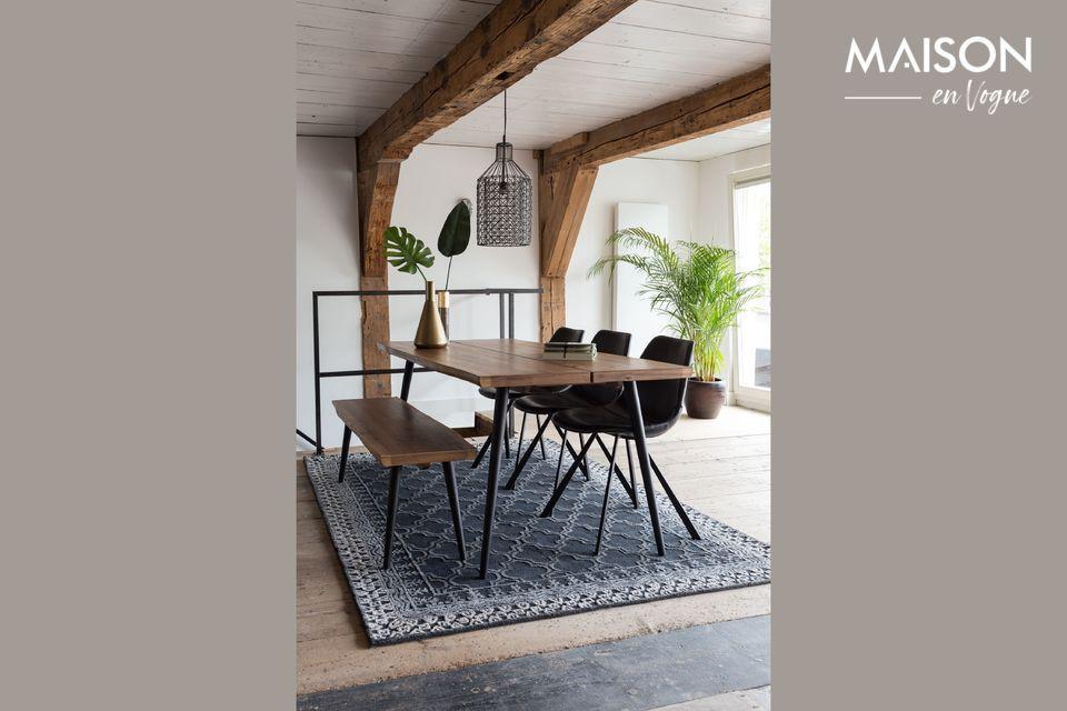 Une table au design élégant avec une structure robuste