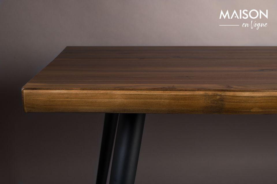 Cette table Alagon peut recevoir de nombreux convives ; elle mesure 220 cm de long pour 90 cm de