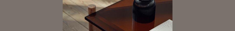 Mise en avant matière Table basse en bois et verre Ambre