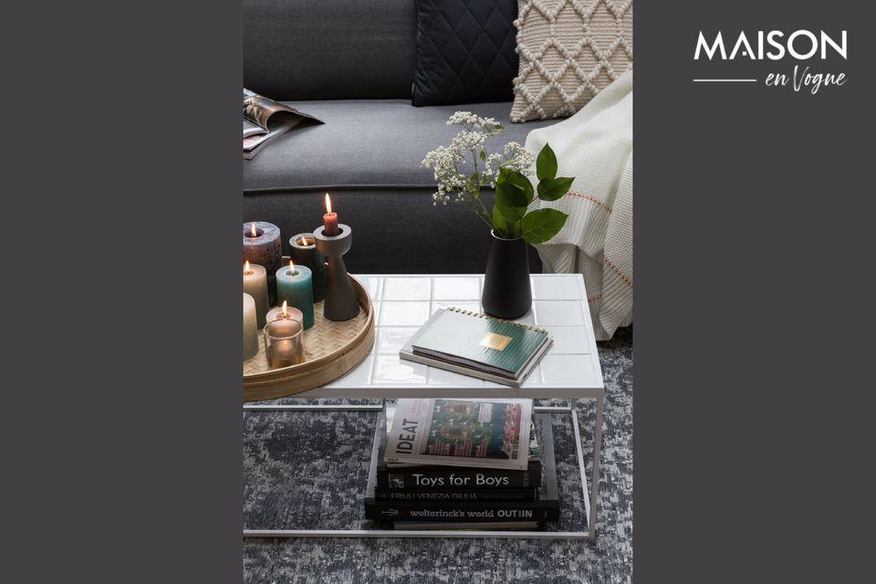 Une élégante table basse en céramique au style contemporain