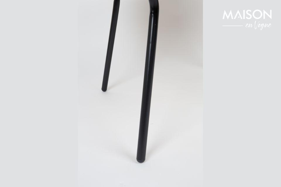 Cette table basse avec plateau en chêne