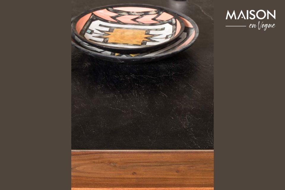 Toute faite en acacia, cette table basse rectangulaire propose la finesse de lignes épurées