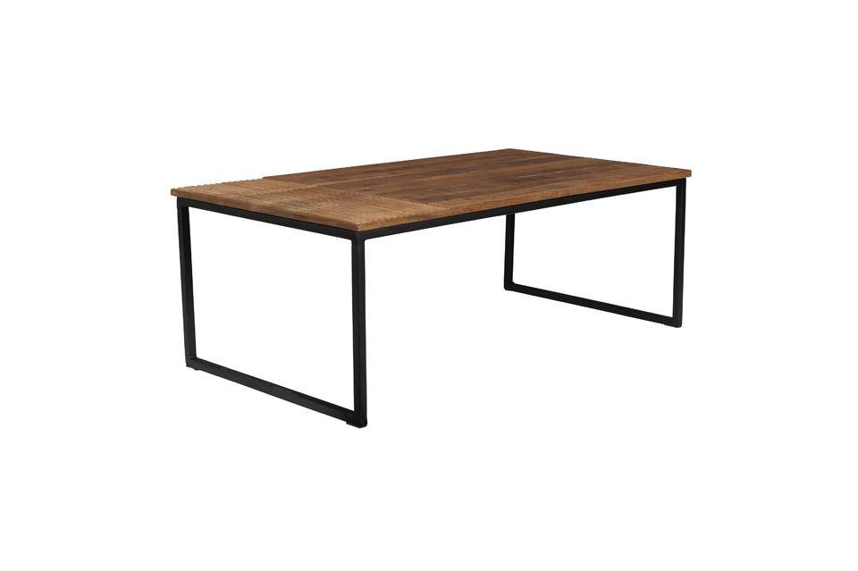 Combinaison de matériaux, originalité du plateau et belle surface pour cette jolie table de salon