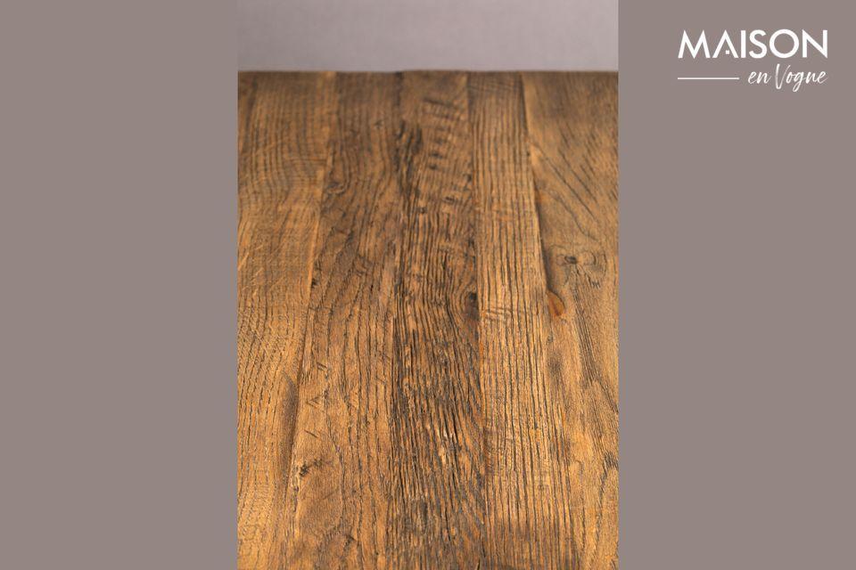 Cette table discrète mesure 70 cm par 70 cm et peut supporter une charge de 150 kg