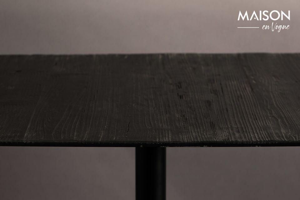 Ce meuble associe élégamment un plateau en bois de pin et un pied en métal noir