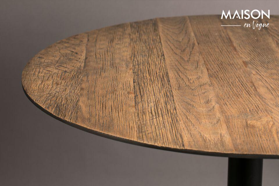 L\'alliance du bois et du métal renforce le raffinement de cette pièce