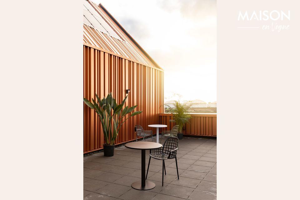 Un design simple pour une table robuste