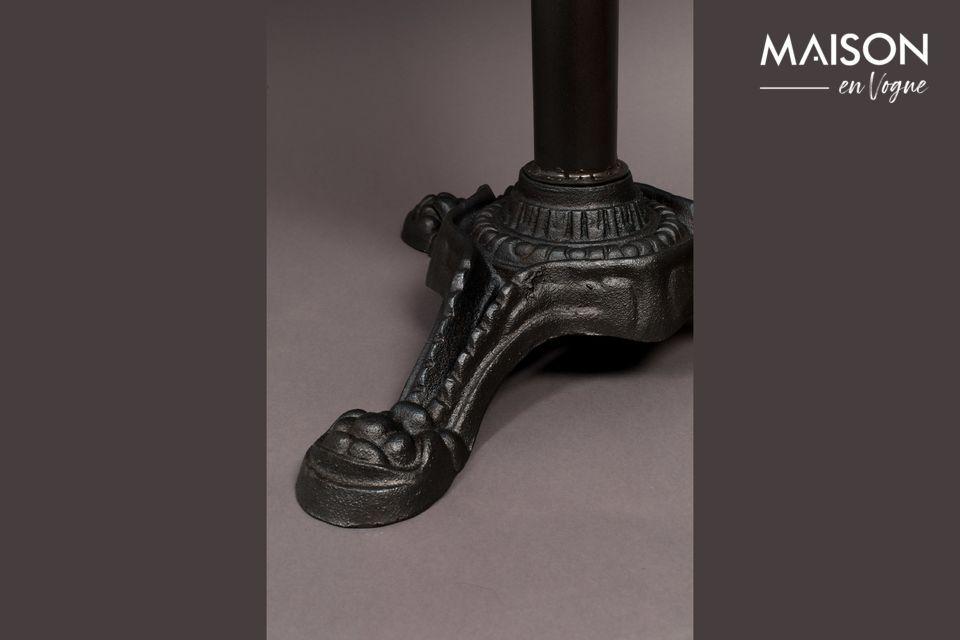 Son plateau en marbre naturel ajoute du style et du charme à ce modèle