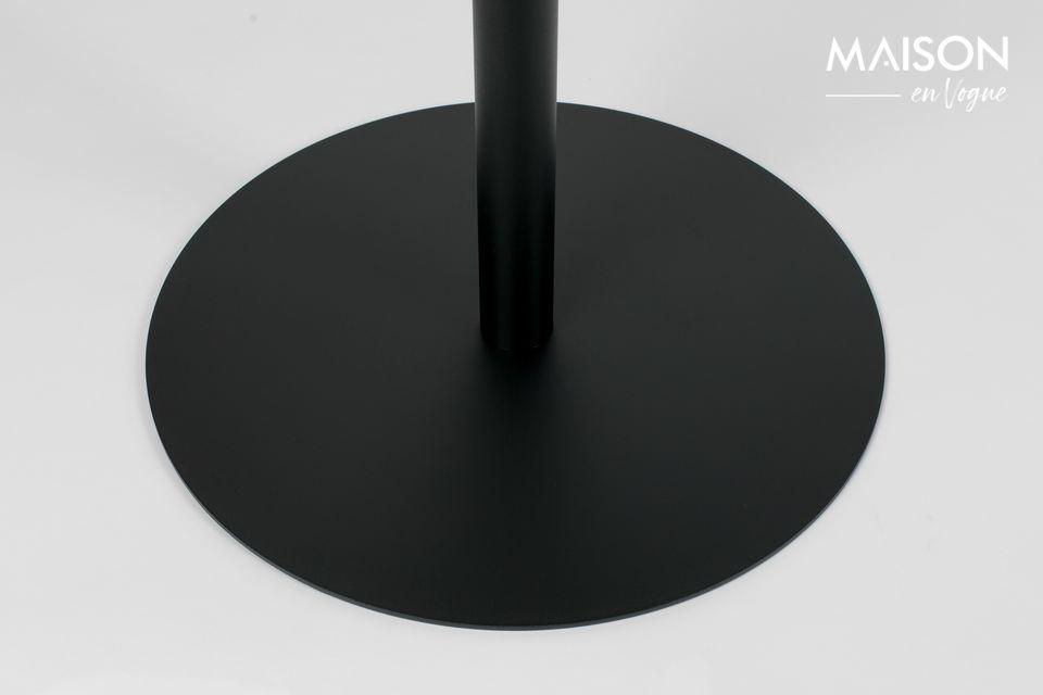 Enduit d\'une peinture protectrice noire, l\'acier est résistant et d\'entretien facile