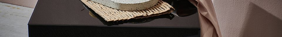 Mise en avant matière Table carrée noire effet miroir Baneuil