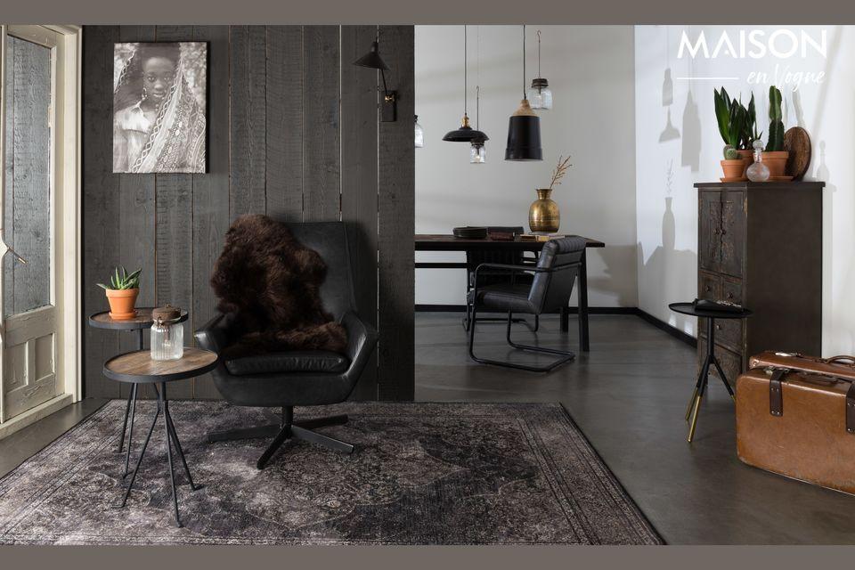 Le charme du bois allié au métal noir pour cette jolie table naturelle et a tendance écologique