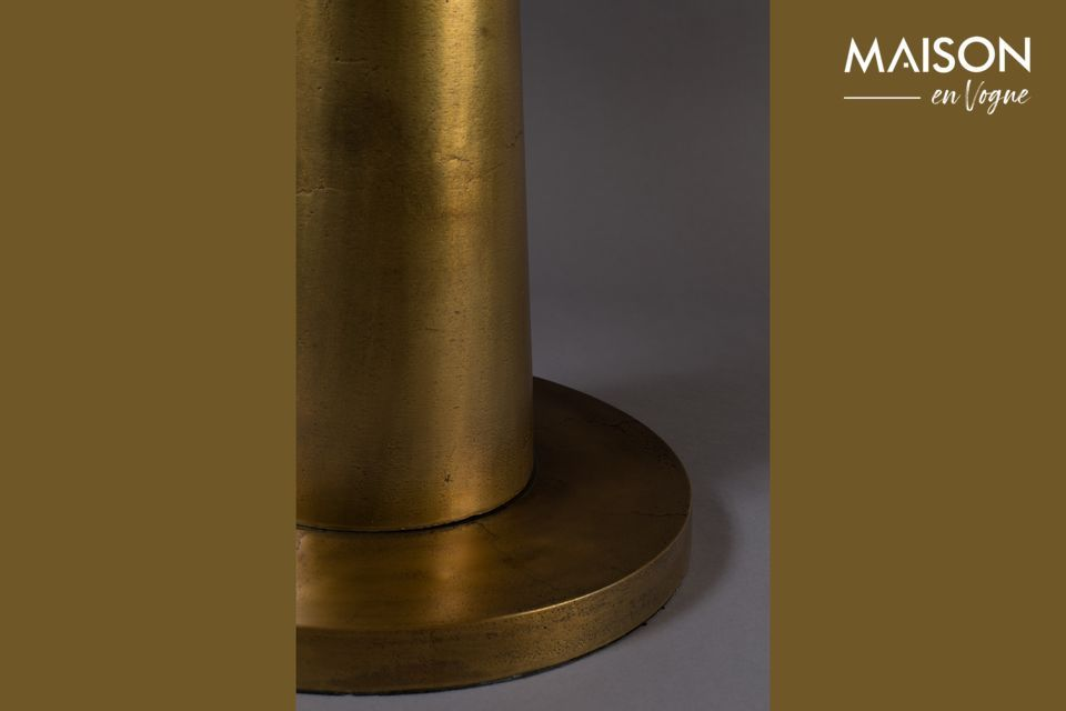 Cette table d\'appoint en aluminium donne une note orientale avec son plateau de 63 cm laqué