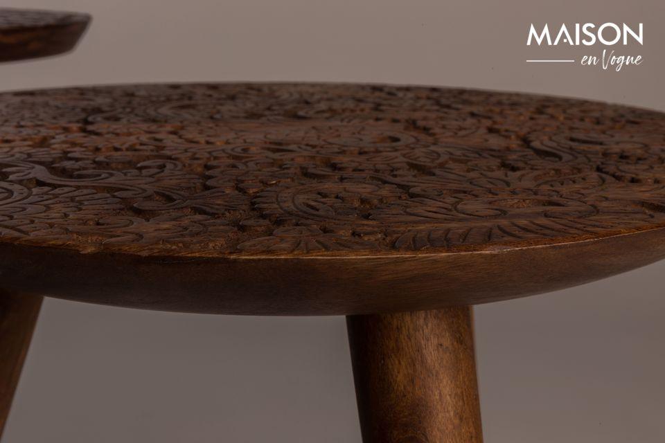 Cette table d\'appoint est une véritable œuvre d\'art qui fera sensation dans votre salon