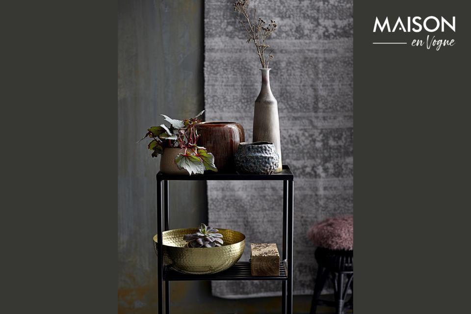 L'élégance d'une petite table en métal ultra pratique
